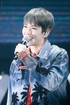 Baekhyun - 180203 Green Nature 2018 EXO Fan Festival Credit: 边PUPPYovo. (그린네이처 2018 엑소 팬 페스티벌)