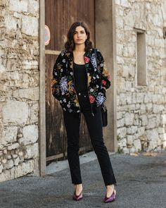 A velvet embroidered bomber jacket Embroidered Bomber Jacket, Floral Bomber Jacket, Total Black, Velvet Jacket, Casual Wear, Streetwear, Look, Street Style, How To Wear