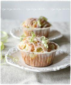 rhubarb muffins via vaaleanpunainen hirsitalo | divaaniblogit.fi
