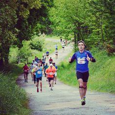 O Galo Corre . #carrerapopular #running #viladecruces #galicia #deporte #carreira #deportegalego #landscape #forest #run #correr #deportistas #fotonostrum by jrmoire