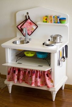you believe that something as hideous as this could gradually become the sweetest little play kitchen? For Emily's birthday, Jame. Diy Kids Kitchen, Kitchen Sets For Kids, Diy Outdoor Kitchen, Toy Kitchen, Childrens Play Kitchen, Life Kitchen, Kitchen Ideas, Diy Kids Furniture, Repurposed Furniture
