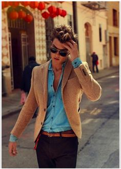 love the bright shirt under the fitted neutral jacket... and of course, that hair!!!