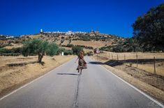 Caminhada por terras de Sicó - Viagens à Solta Monsaraz, Trekking, Paradise, Sidewalk, Country Roads, Traveling, Drop, Walking, Pictures