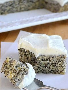 THE BEST Banana Cake! Banana poppyseed cake with vanilla frosting. Not too much sugar as long as you go easy on the icing! THE BEST Banana Cake! Banana poppyseed cake with vanilla frosting. Not too much sugar as long as you go easy on the icing! Just Desserts, Delicious Desserts, Yummy Food, Health Desserts, Baking Recipes, Cake Recipes, Dessert Recipes, Picnic Recipes, Baking Desserts