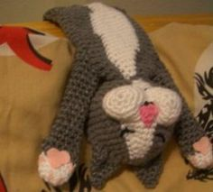 I find this amigurumi extremely amusing! This Laid-Back Cat Amigurumi by Pam G. I find this amigurumi extremely amusing! This Laid-Back Cat Amigurumi by Pam G. of Crochet Parfait, is adorable! Gato Crochet, Crochet Mignon, Crochet Diy, Crochet Amigurumi, Amigurumi Patterns, Crochet Crafts, Crochet Dolls, Knitting Patterns, Crochet Patterns