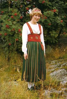 This is a Costume from Finland Orimattila Folk Fashion, Ethnic Fashion, Traditional Fashion, Traditional Dresses, Folk Costume, Costumes, Family Tree For Kids, Danish Culture, Festival Outfits