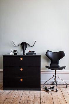 pin von duygu aysal cin auf professional ikea hackers pinterest truhe sticker und b nke. Black Bedroom Furniture Sets. Home Design Ideas