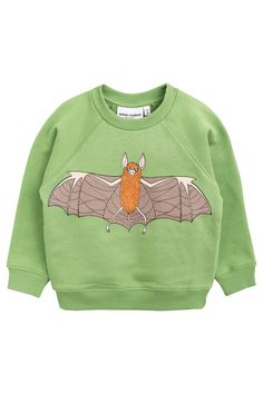 Green sweatshirt in organic cotton with flying bat print. The sweatshirt has a rounded shape, soft rib cuffs at sleeve endings and bottom, and ribbed edge at the neckline. This sweatshirt is updated with a new rounded fit. Leopard Print Bag, Fun Prints, Winter Collection, Really Cool Stuff, Organic Cotton, Baby Kids, Sportswear, How To Look Better, Kids Fashion