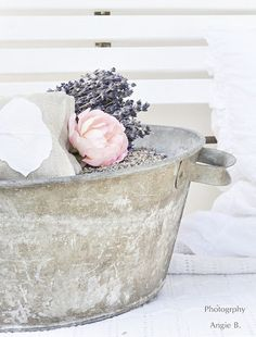 Love the zinc bucket! #