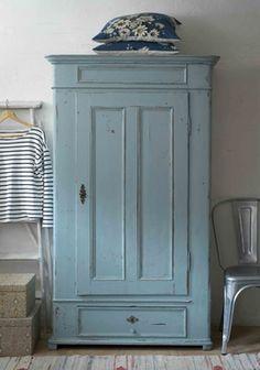 Ljuvligt klädskåp från 1800-talet     SÅLT Shabby Chic Furniture, Painted Furniture, Diy Furniture, Old Cabinets, Cottage Style, Wardrobes, Inspiration, Beach House, Lavender