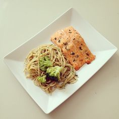 Made this dinner for my brother. Salmon with spinach and spices, pasta in a homemade pesto/spinach/yoghurt dressing and broccoli. I love cooking for othersemoji