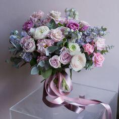 "Polubienia: 3,180, komentarze: 7 – букеты|цветы|оформления|МОСКВА (@flowerslovers.ru) na Instagramie: ""наша коллекция #14февраля_с_flowerslovers букет #весна_flowerslovers нежный розово-лавандовый…"" Romantic Wedding Colors, Spring Wedding Flowers, Bridal Flowers, Wedding Bouquets, Vase Arrangements, Beautiful Flower Arrangements, Floral Centerpieces, Beautiful Flowers, Flower Decorations"