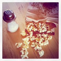 Homemade Microwave Popcorn! Homemade Microwave Popcorn, Vegan Vegetarian, Vegetarian Recipes, Savoury Dishes, Lighter, Yummy Food, Treats, Snacks, Cooking