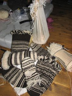 Moravian Wallachian mittens, plaited on a form