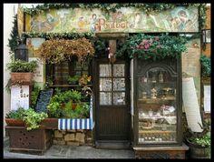 front view of Restaurant Poulbot - rue Poulbot Montmartre Paris Store Front Windows, Restaurant Paris, Cafe Shop, Shop Fronts, Shop Around, Store Displays, Boutiques, Vintage Shops, Interior And Exterior