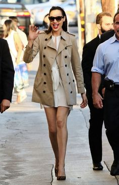 """""""Wonder Woman"""" Star Gal Gadot Reveals Her Style Secrets on """"Jimmy Kimmel Live! Gal Gadot Style, Marvel And Dc Crossover, Gal Gabot, Gal Gadot Wonder Woman, Cute Woman, Fast And Furious, Woman Crush, Her Style, Amazing Women"""