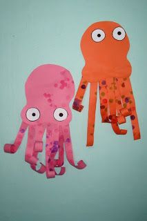Octopus craft for the kindergarten ocean unit Octopus Crafts, Octopus Art, Ocean Crafts, Dinosaur Crafts, Art For Kids, Crafts For Kids, Ocean Activities, Under The Sea Theme, Ocean Themes