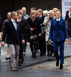 """11 October 2017 - Crown Princess Victoria attends """"Life Below Water 2017"""" conference - suit by Rodebjer, shoes by AF Klingberg, bag by Dagmar"""