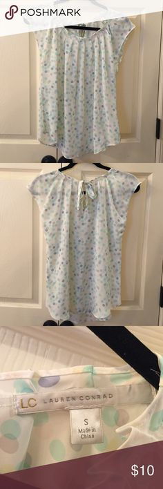 Lauren Conrad Short Sleeved Top EUC Super cute top!  Ties at back of neck. Only worn once. No flaws. LC Lauren Conrad Tops Blouses