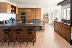 Kitchen wood cabinets modern mid century 23 ideas for 2019 Interior Modern, Midcentury Modern, Modern Kitchen Interiors, Interior Design Kitchen, Mid Century Modern Kitchen, Mid Century Dining, Mid Century Modern Design, Kitchen Black Counter, Kitchen Island