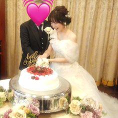 ケーキトッパー【Best Day Ever/MS calligraphy】 をご使用していただいたお客様のお写真♡素敵なウェディングケーキにケーキトッパーがより華やかさをプラスしていますね♪新婦様の笑顔も素敵です♡ありがとうございました!