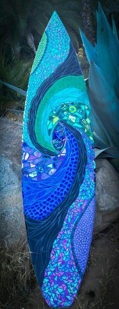 Mosaicos realizados sobre paneles fenolicos o directamente sobre las tablas de surf,ideales para regalos de decoracion.