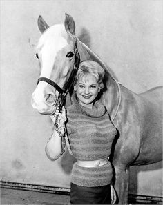 Connie Haines as Carol Post and Bamboo Harvester as Mister Ed on 'Mister Ed', 1961-66❤️
