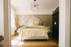 Eclectic Bedroom by Nanette Wong Awesome Bedrooms, Beautiful Bedrooms, Laundry Hamper, Houzz, Vintage Designs, Interior Design, Upholstered Headboards, Inspiration, Pondicherry