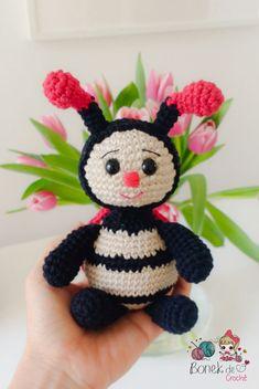 pts Diy Crochet Toys, Crochet Patterns Amigurumi, Amigurumi Doll, Crochet Crafts, Crochet Dolls, Yarn Crafts, Crochet Projects, Crochet Fairy, Crochet Bee