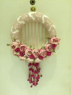 Kapı süsü Tulle Wreath, Floral Wreath, Shabby Chic, Felt Wreath, Happiness, Wreaths, Felt, Front Door Wreaths, Decorated Doors