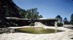 http://2.bp.blogspot.com/-UvpjAX0e8CM/Uvuum_7dwEI/AAAAAAAAdWg/SA-fb9oDKto/s1600/Oscar-Niemeyer-House-Casa-de-Canoas-Rio-de-Janeiro-Brazil-xl6.jpg