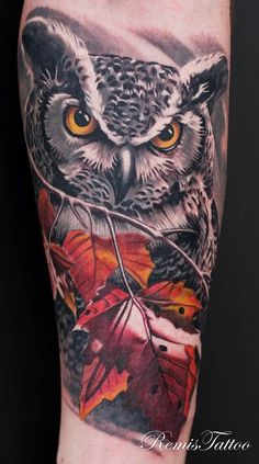 Had great time doing this cute owl tattoo. Some cool black and grey owl tattoo with brownish maple leaves. Eagle Tattoos, Leg Tattoos, Body Art Tattoos, Sleeve Tattoos, Tattos, Trendy Tattoos, Cool Tattoos, Lechuza Tattoo, Realistic Owl Tattoo