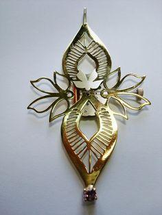 Fiorella Pattoni  Pendant: Yo, a pesar de mi misma y del tiempo 2012  Bronze, silver, clockwork, alexandrite