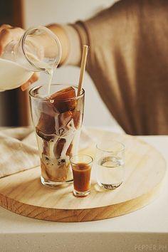 Iced coffee with coffee iced cubes!