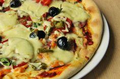 V kuchyni vždy otevřeno ...: Rychlé těsto na pizzu bez kynutí z domácí pekárny Russian Recipes, Dumplings, Vegetable Pizza, Quiche, Oatmeal, Cooking Recipes, Bread, Baking, Vegetables
