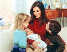 queen rania al abdullah with her children