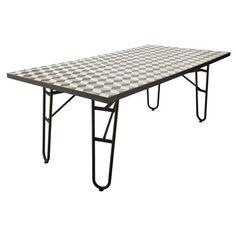 Table de salle à manger en métal L 200 MDM 400€