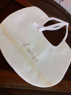 Babero Bordado Personalizado. #Bebés  http://www.teleciguena.com/categoria/bordados-personalizados/