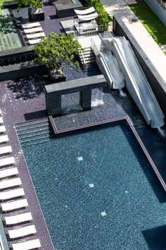 hotel landscape Reflection Condominium in Pattaya by Major Development Modern Landscape Design, Landscape Architecture Design, Modern Landscaping, Contemporary Landscape, Pool Landscaping, Landscaping Design, Luxury Swimming Pools, Swimming Pool Designs, Modern Pools