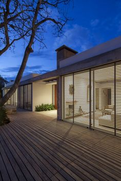 Image 12 of 20 from gallery of House / Gabriel Rivera Arquitectos. Photograph by Sebastian Crespo Architecture Résidentielle, Contemporary Architecture, Contemporary Landscape, Modern Contemporary, Installation Architecture, Modern Deck, Contemporary Building, Bungalows, Design Exterior