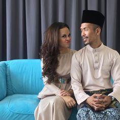 Siti Sarah Raisuddin menangis mengaku banyak lakukan kesilapan   LAJU sahaja air matanya mengalir di pipi. Perasaannya tercuit kerana diaju dengan kata-kata semangat yang diberikan oleh teman-teman media yang rata-ratanya menyokong keputusan Siti Sarah Raisuddin untuk kembali membuat kemunculan dalam bidang seni setelah lama berdiam diri.  Shuib banyak ubah saya  Siti Sarah Raisuddin  Shuib banyak ubah saya  Siti Sarah Raisuddin  Tempoh enam tahun bukan satu tempoh singkat malah penyanyi…
