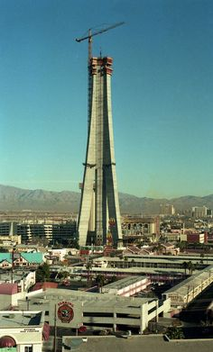 Las Vegas Stratosphere under construction, 1994 | Photo: Rogerio Machado