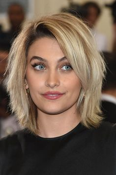 20 of The Best & Timeless Layered Bob Hairstyles – crazyforus - Bob Frisuren Layered Bob Hairstyles, Easy Hairstyles, Hairstyles 2018, Hairstyle Ideas, Shaggy Haircuts, Choppy Bob Hairstyles For Fine Hair, Edgy Haircuts, Beautiful Hairstyles, Updo Hairstyle