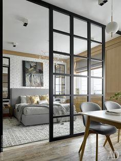 Вид из кухни-столовой на спальню. Гардеробная, настенные панели, перегородка, зеркала выполнены по чертежам архитектора в мастерской AS Studio.