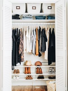17 New ideas for clothes closet organisation color small spaces Closet Organisation, Home Organization, Organizing Ideas, Clothing Closet Organization, Wardrobe Storage, Wardrobe Closet, Closet Shelving, Organizing Life, Organizing Wardrobe