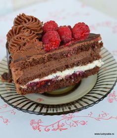 Raspberry and chocolate cake Dessert Recipes, Desserts, Something Sweet, Chocolate Cake, Tiramisu, Caramel, Raspberry, Cheesecake, Food And Drink