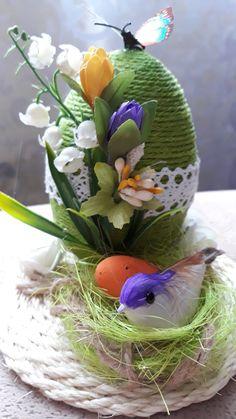 Easter Tree, Easter Wreaths, Easter Eggs, Easter Flower Arrangements, Easter Wallpaper, Newspaper Crafts, Easter Crochet, Egg Art, Egg Decorating