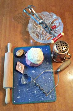 Vintage Holiday Play for Kids - homemade play dough plus some fun vintage kitchen items make a wonderful invitation to play & can also be a great gift too!