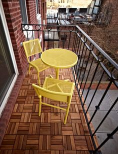 Ikea Outdoor Flooring for the patio Small Patio Spaces, Small Balcony Design, Tiny Balcony, Small Balcony Decor, Small Porches, Ikea Outdoor Flooring, Outdoor Deck Decorating, Outdoor Decor, Plein Air Ikea