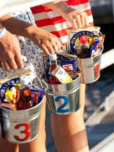 Make these adorable Patriotic Snack Pails to keep track of the kid's treats. More fun 4th of July crafts for kids: http://www.bhg.com/holidays/july-4th/crafts/patriotic-crafts-for-kids/?socsrc=bhgpin062913snackpails=8